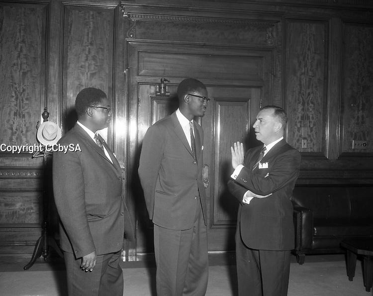Patrice Lumumba a l'hotel de ville de Montreal, 29 juillet 1960 en presence du maire Sarto Fournier