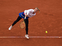 Paris, France, 03 June, 2016, Tennis, Roland Garros, Semifinal women, Kiki Bertens (NED) serves the ball in her match against Serena Williams (USA)<br /> Photo: Henk Koster/tennisimages.com
