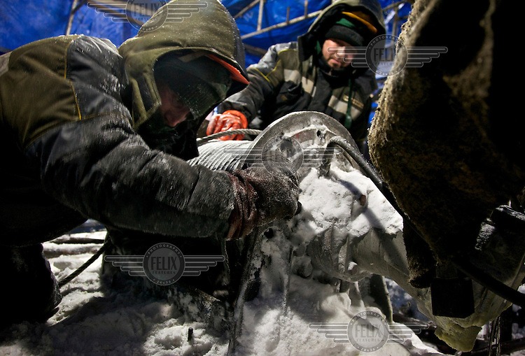 Workers from the oil and gas company Bashneft constructing a gas drilling well for the Polar Light Company in the Russian Arctic. /Felix Features