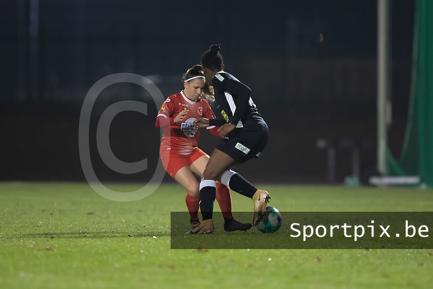 Taika De Koker (20) of Femina White Star Woluwe and Henriette Awete (19) of Eendracht Aalst pictured during a female soccer game between FC Femina White Star Woluwe and Eendracht Aalst on the sixth matchday in the 2021 - 2022 season of Belgian Scooore Womens Super League , friday 8 th of october 2021  in Woluwe , Belgium . PHOTO SPORTPIX   KRISTOF DE MOOR