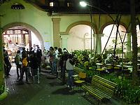 ATENCAO EDITOR IMAGEM EMBARGADA PARA VEICULOS INTERNACIONAIS – SAO PAULO, SP, 14 NOVEMBRO 2012 – OCUPACAO PUC - Estudantes da Pontifícia Universidade Católica (PUC) de São Paulo ocuparam a reitoria da universidade em Perdizes, na zona oeste de São Paulo, na noite desta terça-feira. Os estudantes manifestam contra a nomeação da professora Anna Cintra como nova reitora da universidade. (FOTO: MAURICIO CAMARGO / BRAZIL PHOTO PRESS).