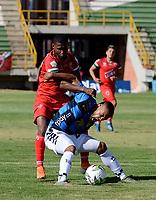 TUNJA - COLOMBIA, 30-01-2021: Jhon Garcia de Patriotas Boyaca F. C. y Duban Gonzalez de Boyaca Chico F. C. disputan el balon, durante partido de la fecha 3 entre Patriotas Boyaca F. C. y Boyaca Chico F. C. por la Liga BetPlay DIMAYOR I 2021, jugado en el estadio La Independencia de la ciudad de Tunja. / Jhon Garcia of Patriotas Boyaca F. C. and Duban Gonzalez of Boyaca Chico F. C. fight for the ball, during a match of the 3rd date between Patriotas Boyaca F. C. and Boyaca Chico F. C. for the BetPlay DIMAYOR I 2021 League played at the La Independencia stadium in Tunja city. / Photo: VizzorImage / Macgiver Baron / Cont.