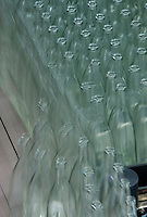 Europe/France/Auvergne/43/Haute-Loire/Saint-Géron:Chaine d'embouteillage de l'eau  minérale de Saint-Géron // France, Haute Loire, Saint Geron, bottles on the production line of the water bottling factory of Saint Geron