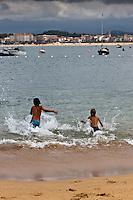 Europe/France/Aquitaine/64/Pyrénées-Atlantiques/Pays-Basque/Saint-Jean-de-Luz: Le front de mer vu depuis la plage de Socoa [Autorisation : 2011-124]