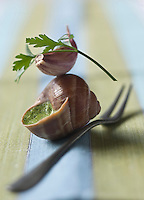 Gastronomie Générale: Escargots de Bourgogne - Escargots à la bourguignonne farcis avec le beurre d'escargot - Stylisme : Valérie LHOMME