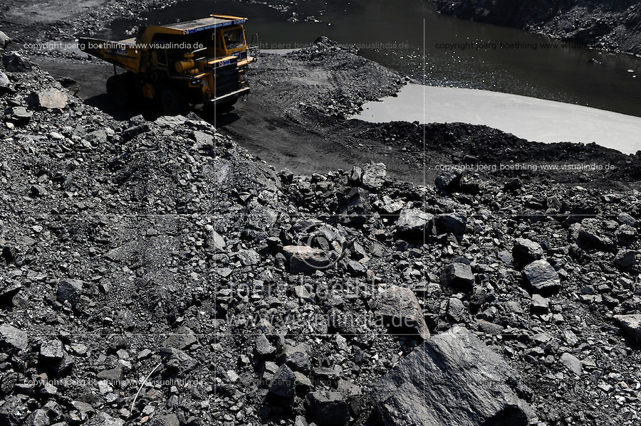INDIA Dhanbad, open-cast coal mining of BCCL Ltd a company of COAL INDIA / INDIEN Dhanbad , offener Kohle Tagebau von BCCL Ltd. ein Tochterunternehmen von Coal India