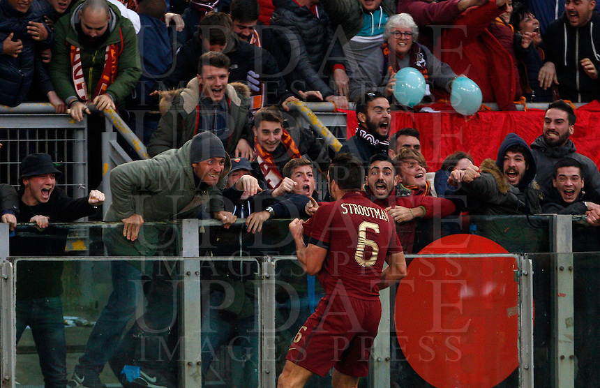 Calcio, Serie A: Lazio vs Roma. Roma, stadio Olimpico, <br /> Roma's Kevin Strootman celebrates after scoring during the Italian Serie A football match between Lazio and Rome at Rome's Olympic stadium, 4 December 2016. Roma won 2-0.<br /> UPDATE IMAGES PRESS/Riccardo De Luca