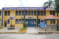 Recife (PE), 26/02/2020 - Covid-19-Recife - Uma mulher com suspeita do Covid-19, o novo coronavirus, desembarcou em Pernambuco, nesta terca-feira (25), a mulher foi encaminhada ao Hospital Universitario Oswaldo Cruz, no bairro de Santo Amaro, no Centro do Recife. A paciente tem 51 anos de idade e esteve na Italia. Tambem nesta terca. O aviao em que veio a paciente partiu do estado de Sao Paulo e pousou na capital pernambucana as 15h50 no Aeroporto Internacional dos Guararapes/Gilberto Freyre, na Zona Sul do Recife, segundo a Secretaria Estadual de Saude. A paciente tem 51 anos de idade e esteve na Italia. Tambem nesta terca. O Hospital e referencia na area de infectologia. (Foto: Pedro De Paula/Codigo 19/Codigo 19)