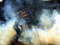 MANIFESTATION ET GAZ PHOTO JACQUES NADEAU SOMMET DES AMERIQUES QUEBEC AVRIL 2002