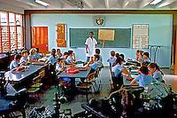 Sala de aula em escola de campo. Cuba. 1984. Foto de Juca Martins.