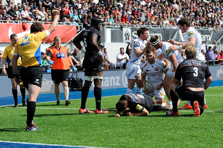 Luke Cowan-Dickie of Exeter Chiefs scores a try after a period of hectic defence from Saracens