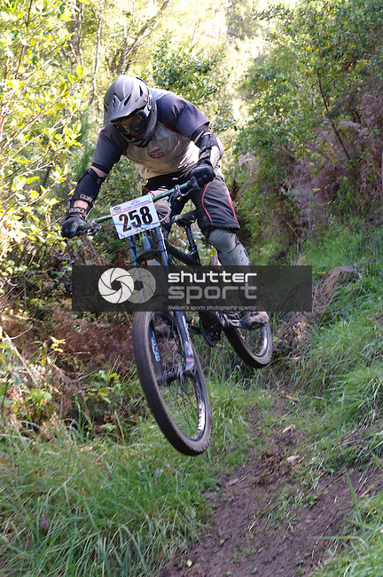 MTB Downhill, SI Masters Games, 16 October 2011, Nelson, New Zealand<br /> Photo: David Chadwick/shuttersport.co.nz