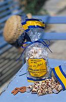 """Europe/France/Provence-Alpes-Côte d'Azur/84/Vaucluse/Saint-Didier: Le nougat au miel et amandes de provence des frères Silvain """"Paysans-Nougatiers"""""""