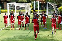 SAO PAULO, SAO PAULO, 24.04.2015 - TREINO SPFC.  treino do São Paulo Futebol Clube, na manhã desta sexta-feira (24), no Centro de Treinamento da Barra Funda, zona oeste da capital paulista (Foto: Adriana Spaca / Brazil Photo Press)