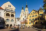 Italy, South Tyrol (Trentino-Alto Adige), Bressanone: Hofburg square with Brixen Cathedral | Italien, Suedtirol (Trentino-Alto Adige), Eisacktal, Brixen: Hofburgplatz mit Dom zu Brixen