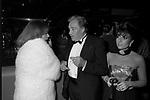 JEANNE MOREAU CON UGO TOGNAZZI E PATRIZIA REGGIANI GUCCI<br /> PREMIO THE BEST RAINBOW ROOM ROCKFELLER CENTER NEW YORK 1982