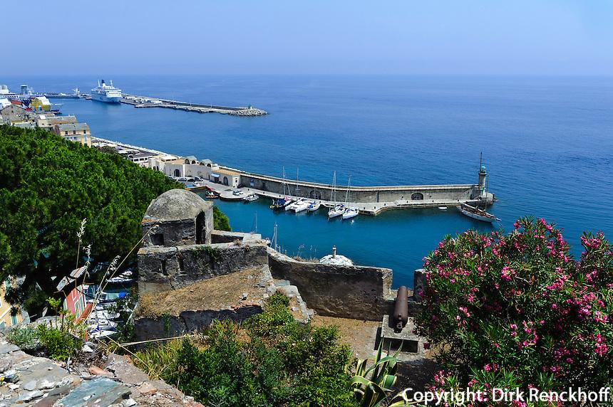 Blick von der Zitadelle auf Stadt und Hafen in Bastia, Korsika, Frankreich