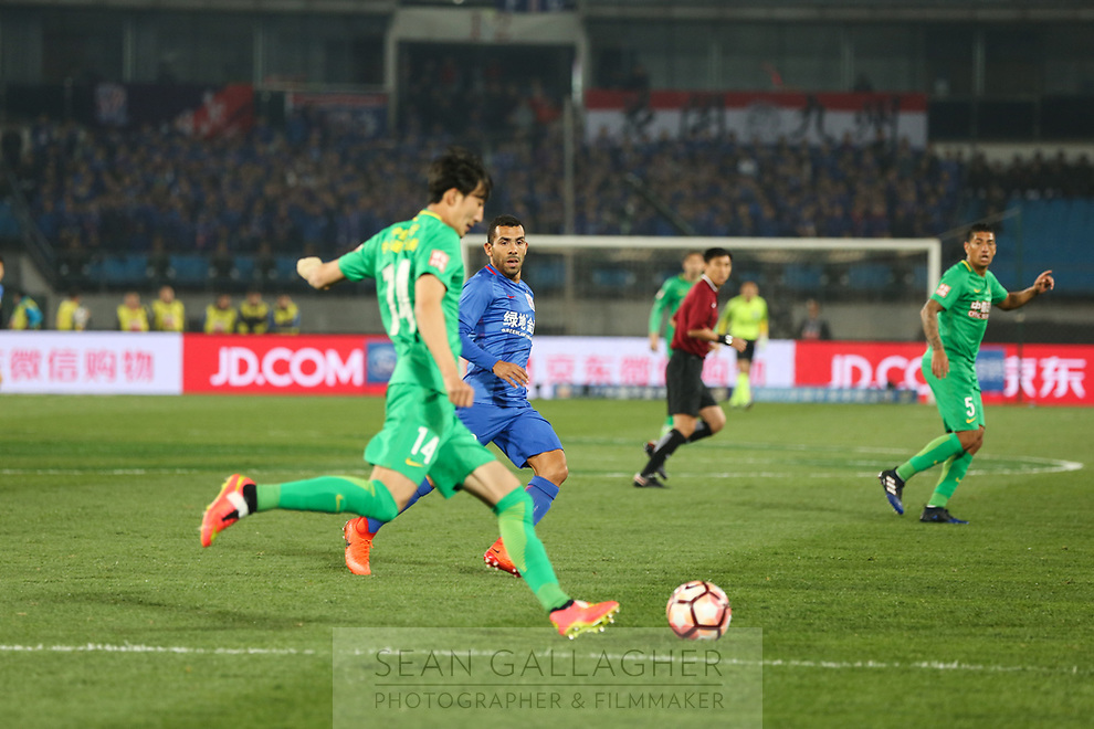 Carlos Tevez (center, in blue) of Chinese football Super League team Shanghai Shenhua during a game with Beijing Guo'an at the Worker's stadium in Beijing. 2nd April, 2017.