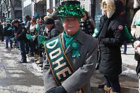 Le maire Denis Coderre et le chef du NPD Thomas MUlcair particpent au defile de la Saint-Patrick le 22 mars 2015.<br /> <br /> <br /> PHOTO :  Agence Quebec Presse
