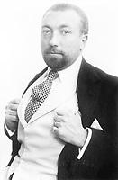 Paul Poiret (1879-1944) de son vrai nom Paul-Henri Poret, couturier francais c. 1913  --- Paul Poiret (1879-1944) french couturier, c. 1913