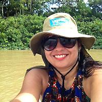 Paulo, Laura e Dauberson, durante passeio no veleiro Shark pela região das ilhas em Belém circundando o Cumbú.<br /> Belém, Pará, Brasil<br /> Fotos Laura Rocha Santos<br /> 30/01/2016
