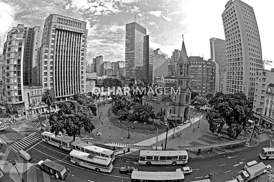 Largo do Paissandu, centro histórico de São Paulo. 1991. Foto de Juca Martins.