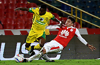 BOGOTA - COLOMBIA, 22-04-2018: Sebastián Salazar (Der.) jugador de Independiente Santa Fe, disputa el balón con Luis Sánchez (Izq.) jugador de Leones F. C., durante partido de la fecha 17 entre Independiente Santa Fe y Leones F. C., por la Liga Aguila I 2018, en el estadio Nemesio Camacho El Campin de la ciudad de Bogota. / Sebastian Salazar (R) player of Independiente Santa Fe struggles for the ball with Luis Sanchez (L) player of Leones F. C., during a match of the 17th date between Independiente Santa Fe and Leones F. C., for the Liga Aguila I 2018 at the Nemesio Camacho El Campin Stadium in Bogota city, Photo: VizzorImage / Luis Ramirez / Staff.