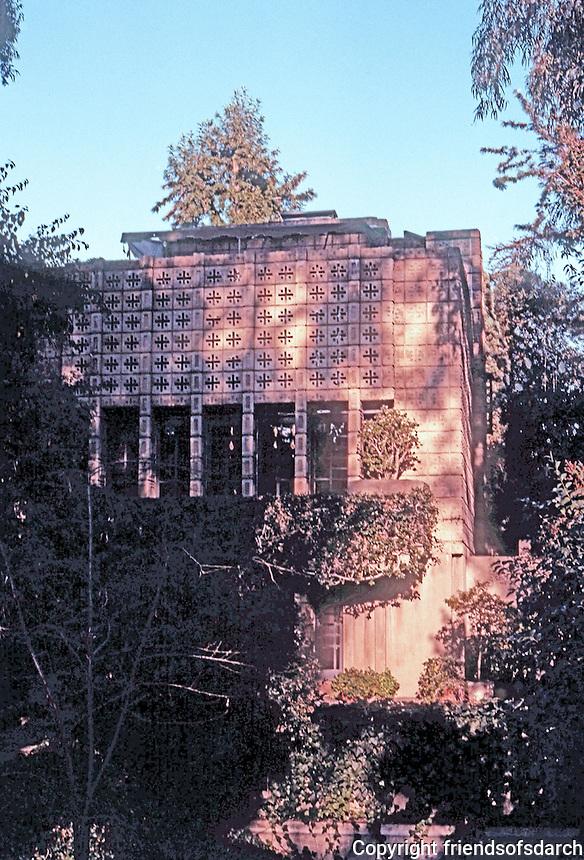 "F.L. Wright: ""La Miniatura"". Millard House, Pasadena, West Windows.  Photo '87."