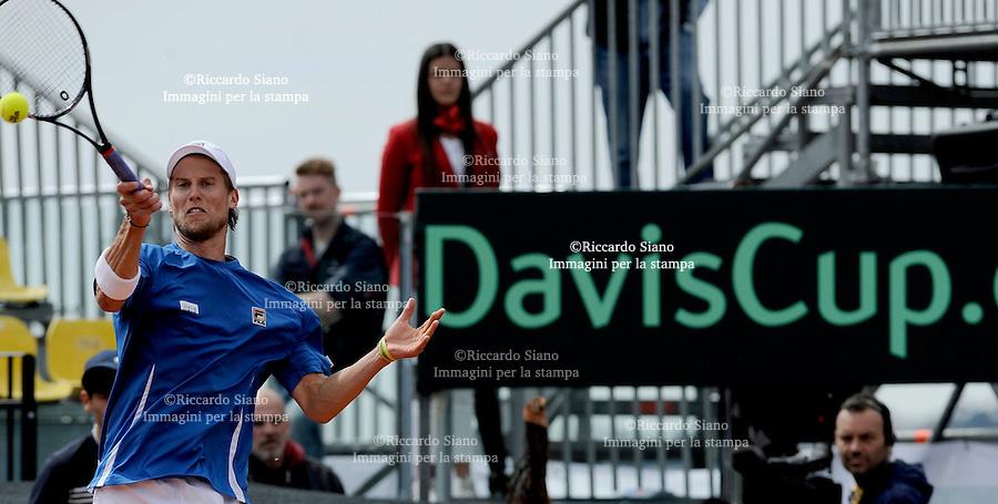 NAPOLI 5 APR - Seconda  giornata della sfida di Coppa Davis tra Italia e Gran Bretagna nella foto l'incontro tra Andy Murray e Andreas Seppi NELLA foto