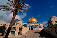 Gerusalemme / Israele.Entrata alla spianata delle moschee, nei pressi della Moschea Al-Aqsa, nel cuore della parte vecchia di Gerusalemme..E' considerato il terzo luogo sacro dell'Islam dopo la Kaaba di Mecca e la Moschea del Profeta di Medina..Foto Livio Senigalliesi...Jerusalem / Israel.Al Aqsa Mosque, or Al-Masjid el-Aqsa, in Jerusalem's Haram el-Sharif (the Temple Mount to Jews), is a mosque that includes the Dome of the Rock. It is Islam's third-holiest site after the Kaaba in Mecca and the Prophet's Mosque in Medina (both in Saudi Arabia). .Al-Aqsa is part of 180,000 square yard compound of al-Haram el-Sharif, or the Noble Sanctuary (or Sacred Precinct), occupying one-sixth of the walled area of the Old City of Jerusalem..Photo Livio Senigalliesi