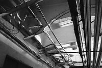 - Milano, aprile 1991, i sotterranei della Stazione Centrale di Milano adibiti a deposito delle Poste Italiane; impianti elettrici fuori norma e rivestimenti in amianto a vista.<br /> <br /> - Milan, April 1991, the undergrounds of Milan Central Station used for storage by  Italian Post Office; electrical systems outside the norm and coatings in asbestos exposed.