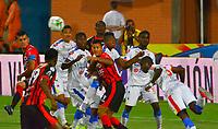 CÚCUTA- COLOMBIA, 03-04-2019:Lisandro Cabrera (Centro)   jugador del Cúcuta Deportivo  disputa el balón con Geisson Perea (Izq.) jugador del Deportivo Pasto durante partido por la fecha 13 de la Liga Águila I  2019 jugado en el estadio General Santander de la ciudad de Cúcuta . / Lisandro Cabrera (Center)  player of  Cucuta Deportivo fights the ball with Geisson Perea (L) player of Deportivo Pasto  during the match for the date 13 of the Liga Aguila I 2019 played at the General Santander  stadium in Cucuta  city. Photo: VizzorImage / Edgar Cusguen  / Contribuidor