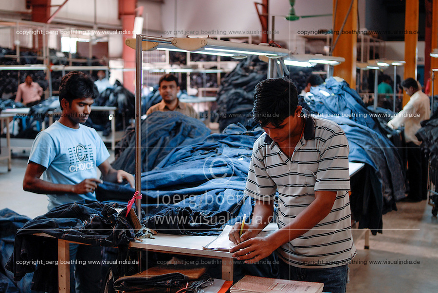 BANGLADESH , textile industry in Dhaka , Beximco textile factory produce Jeans for export for western discounter, department for stone washing and styling / Bangladesch , Beximco Textilfabrik in Dhaka produziert Jeans fuer den Export fuer westliche Textildiscounter, Abteilung fuer stone washing und styling