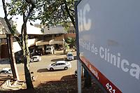 """Campinas (SP), 02/06/2021 - Saude - A superintendencia do Hospital de Clinicas (HC) da Unicamp solicitou nesta terca-feira (1°) a suspensao, por 48 horas, do encaminhamento de pacientes para o Pronto-socorro e decidiu nao realizar internacoes e cirurgias eletivas ate 7 de junho por conta da superlotacao na unidade.<br />Segundo o hospital, o PS opera com 295% da capacidade, o que inclui as duas salas de emergencia destinadas a estabilizacao dos pacientes graves que chegam a unidade. """"As UTIS Covid e nao Covid tambem estao lotadas e sem capacidade de giro de leitos"""", aponta. (Foto: Denny Cesare/Codigo 19/Codigo 19)"""
