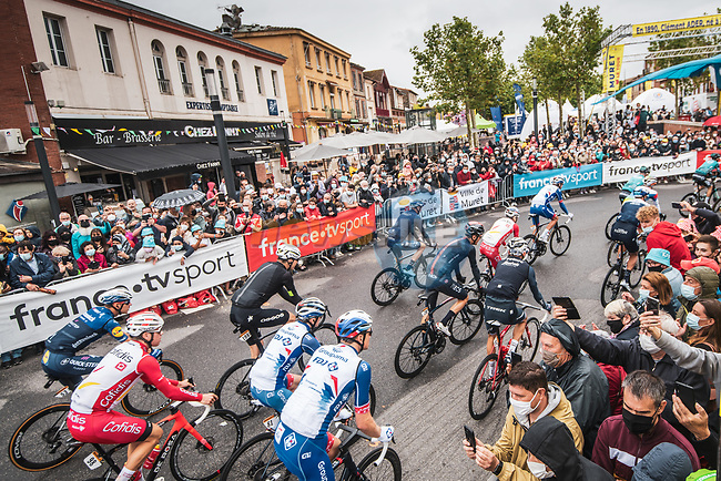 The start of Stage 17 of the 2021 Tour de France, running 178.4km from Muret to Saint-Lary-Soulan Col du Portet, France. 14th July 2021.  <br /> Picture: A.S.O./Charly Lopez | Cyclefile<br /> <br /> All photos usage must carry mandatory copyright credit (© Cyclefile | A.S.O./Charly Lopez)