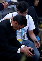 BOGOTÁ - COLOMBIA, 09-09-2017:  Feligreses esperan orando al Papa Francisco saluda a su llegada a la Nunciatura Apostolica en el cuarto día en Colombia. El Papa Francisco realiza la visita apostólica a Colombia entre el 6 y el 11 de septiembre de 2017 llevando su mensaje de paz y reconciliación por 4 ciudades: Bogotá, Villavicencio, Medellín y Cartagena. / Parishioner await praying to Pope Francis at his arrive to Apostolic Nunciature in his fourth day in Colombia. Pope Francisco makes the apostolic visit to Colombia between September 6 and 11, 2017, bringing his message of peace and reconciliation to 4 cities: Bogota, Villavicencio, Medellin and Cartagena. Photo: VizzorImage /  Inaldo Perez / Cont