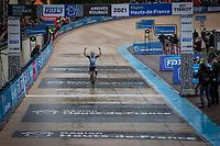 """Lizzie"" Elizabeth Deignan (GBR/Trek Segafredo) solo's to a Roubaix win. <br /> <br /> Inaugral Paris-Roubaix Femmes 2021 (1.WWT)<br /> One day race from Denain to Roubaix (FRA) (116.4km)<br /> <br /> ©kramon"