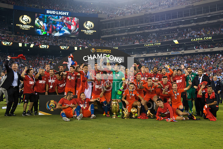 Photo during the awards ceremony after the match Argentina vs Chile, Corresponding to Great Final of the America Centenary Cup 2016 at Metlife Stadium, East Rutherford, New Jersey.<br /> <br /> <br /> Foto durante el festejo  despues del partido Argentina vs Chile, correspondiente a la Gran Final de la Copa America Centenario 2016 en el  Metlife Stadium, East Rutherford, Nueva Jersey, en la foto: Claudio Bravo levanta trofeo de Campeon<br /> <br /> <br /> 26/06/2016/MEXSPORT/Jorge Martinez.