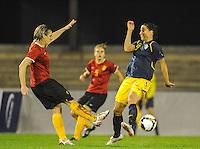 Belgium - Sweden : Maud Coutereels in duel met Jessica Landstrom (rechs).foto DAVID CATRY / Vrouwenteam.be