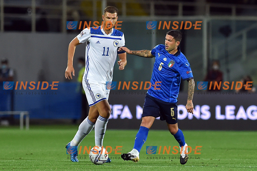 Edin Dzeko of Bosnia and Stefano Sensi of Italy during the Uefa Nation League Group Stage A1 football match between Italy and Bosnia at Artemio Franchi Stadium in Firenze (Italy), September, 4, 2020. Photo Massimo Insabato / Insidefoto