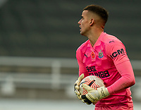 1st November 2020; St James Park, Newcastle, Tyne and Wear, England; English Premier League Football, Newcastle United versus Everton; Karl Darlow of Newcastle United holds onto the ball as he looks for an outlet