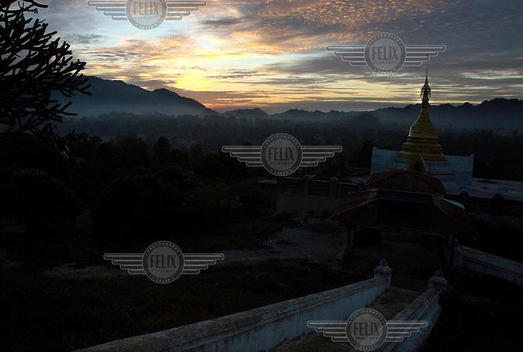 Dusk descends over the Ywar Ngan monastery.