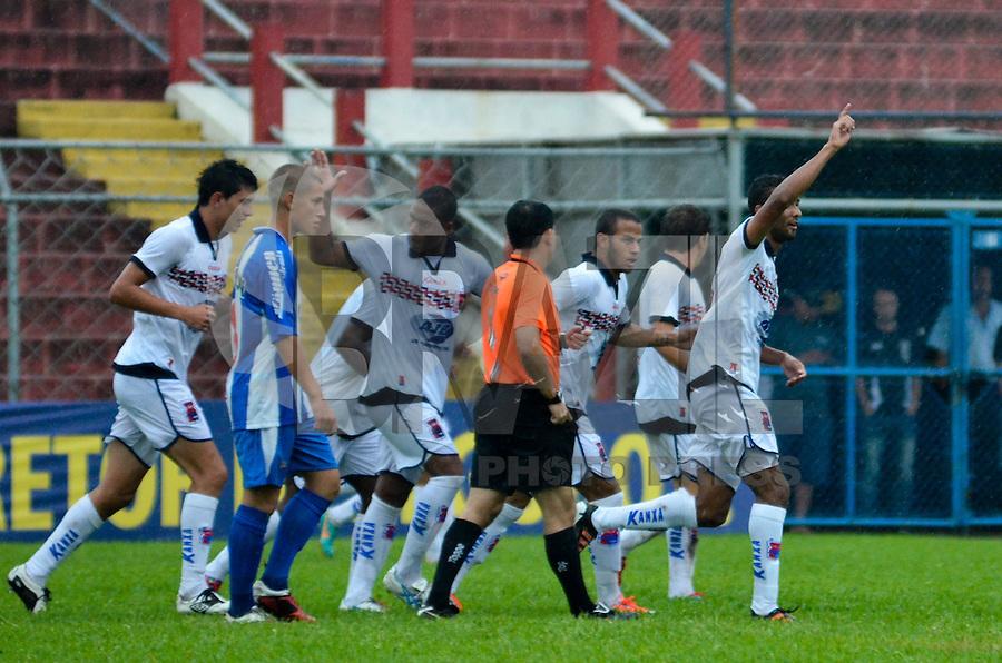 SÃO PAULO, SP, 12 DE JANEIRO DE 2013 - COPA SÃO PAULO DE FUTEBOL JUNIOR - NACIONAL (SP) x PARANÁ: Jogadores do Paraná comemoram gol durante partida Nacional (SP) x Paraná Clube, válida pela primeira fase Grupo Z da Copa São Paulo de Futebol Junior, disputado no estádio Comendador Souza em São Paulo. FOTO: LEVI BIANCO - BRAZIL PHOTO PRESS