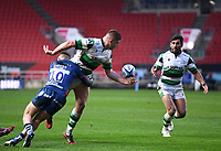 1st January 2021; Ashton Gate Stadium, Bristol, England; Premiership Rugby Union, Bristol Bears versus Newcastle Falcons; Jamie Blamire of Newcastle Falcons offloads out of the tackle from Callum Sheedy of Bristol Bears to Matias Orlando of Newcastle Falcons
