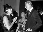 ELSA MARTINELLI CON HUBERT DE GIVENCHY<br /> PREMIO THE BEST PETIT PALACE PARIGI 1980