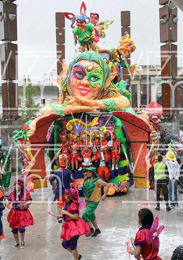 PASTO -COLOMBIA, 6-01-2014. Gran Desfile Magno del 6 de enero en San Juan de Pasto, Colombia,  en el marco de los Carnavales de Negros y Blancos de Pasto, declarados Patrimonio Inmaterial de la Humanidad por la Unesco.<br /> Carroza llamada   Camino a la Felicidad.<br />  del artesano, Armando Galindez../  Great Grand Parade January 6 in Pasto, Colombia, as part of the Carnival of Blacks and Whites in Pasto, declared Intangible Heritage of Humanity by UNESCO.<br /> Call float Way to Happiness.<br /> Ê Craftsman, Armando Galindez .Photo: VizzorImage / Stringer
