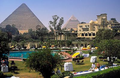 EGY, Aegypten, Kairo: Hotel Mena House und die Pyramiden von Gizeh   EGY, Egypt, Cairo: Hotel Mena House and the Pyramids of  Giza