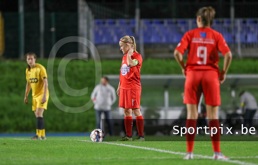 Woluwe's Jana Simons (8) waits for the whistle of the refereeduring a female soccer game between FC Femina WS Woluwe and Standard Femina de Liege on the fourth match day of the 2020 - 2021 season of Belgian Womens Super League , Friday 8th of October 2020  in Liege , Belgium . PHOTO SPORTPIX.BE | SPP | SEVIL OKTEM