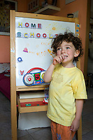 homeschooling, educazione parentale, educazione domestica.<br /> Nicholas , tre anni
