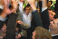 UNGARN, 11.04.2010. Budapest. Parlamentswahl. Wahlnacht der neuen gruenen Partei LMP (Lehet Mas a Politika, Politik kann anders sein) in der Parteizentrale. Die LMP ist mit 7,5% die Ueberraschungssiegerin der Wahl. DeR Vorstand freut sich. - Parliamentary elections. Election night at the new green party LMP (politics can be different) in the party central. LMP gets 7,5% and is the surprise winner of the elections. Joyful steering committee..© Martin Fejer/EST&OST.